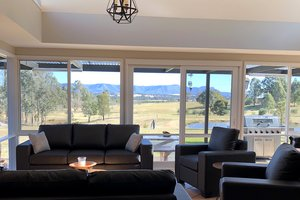 Rothbury-Escape-Hunter-Valley-Accommodation-Shared-Living-Room-2