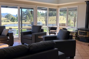 Rothbury-Escape-Hunter-Valley-Accommodation-Shared-Lounge-Room