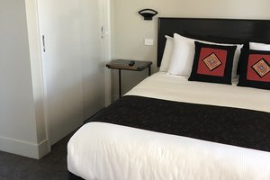 Rothbury-Escape-Hunter-Valley-Accommodation-Queen-Room-3