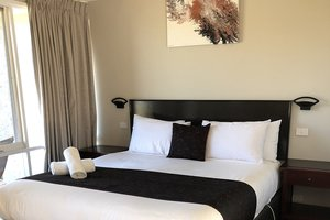 Rothbury-Escape-Hunter-Valley-Accommodation-Queen-Room-2