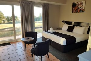 Rothbury-Escape-Hunter-Valley-Accommodation-Queen-Room